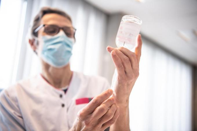 Ook in zaal ISO in Izegem zal men moeten wachten tot vrijdag vooraleer de eerste echte vaccins ingespoten kunnen worden.© Frank Meurisse
