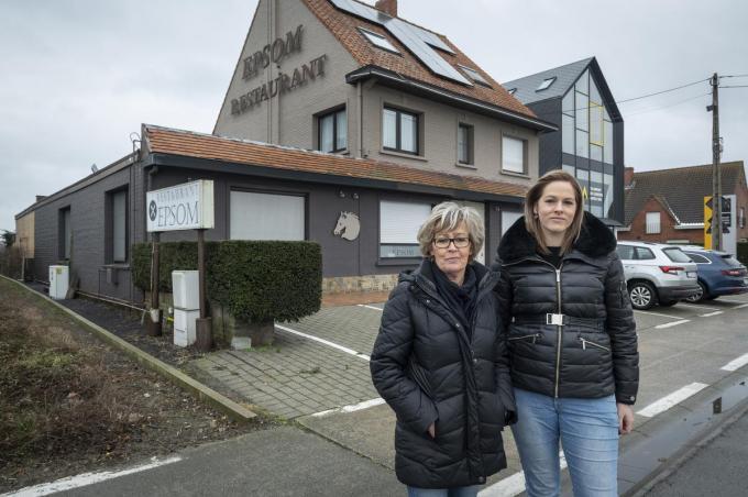 Marleen Deruyter en Céline Dujardin voor restaurant Epsom dat jarenlang een horecatrekpleister was dankzij wijlen Geert Dujardin.© Stefaan Beel