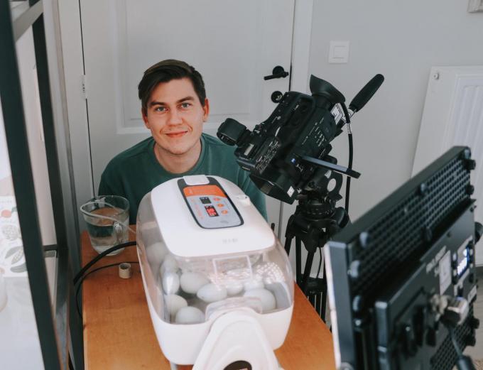 Op de broedmachine van Angelo staat de komende dagen 24/24 een camera gericht. (GF)