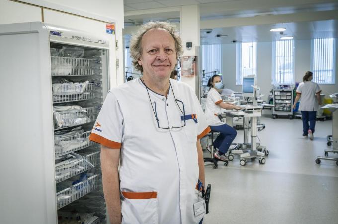 Stefaan Maddens net buiten de dialyse-afdeling van AZ Delta. (foto SB)©STEFAAN BEEL Stefaan Beel