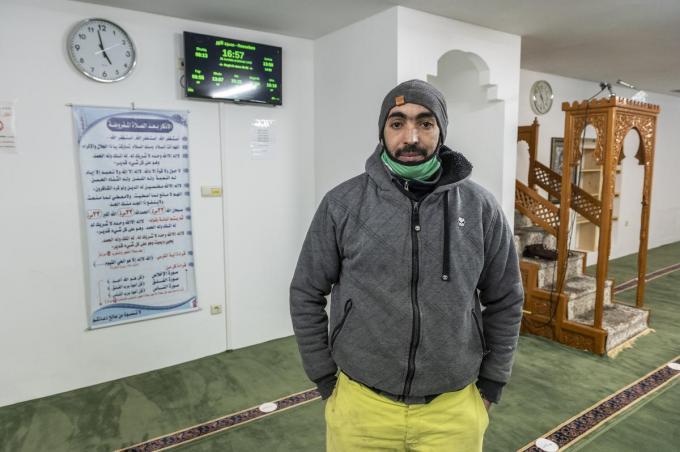 secretaris El Houcine Benomari in de moskee in de Spinnerstraat. (foto SB)©STEFAAN BEEL Stefaan Beel