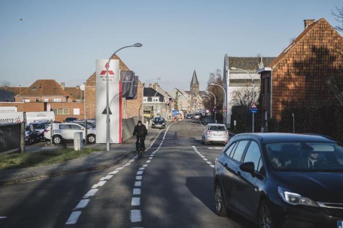 De Driekerkenstraat zoals die er vandaag nog uitziet. Hier komt straks een fietsstraat, met ruimte voor groen en bredere voetpaden. En een knip.© Olaf Verhaeghe