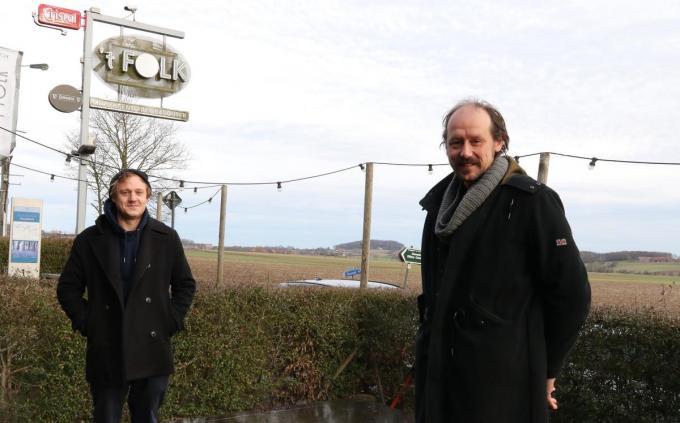 Maxime Veys (links) liet zich rondleiden door Bavo Van den Broeck.© EF