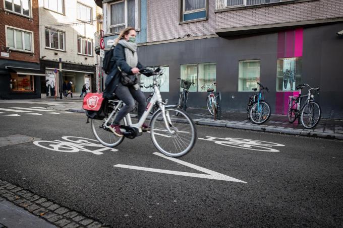 Verkeersveilige kernen waar koning auto niet langer de plak zwaait. Dat is volgens de meeste burgemeesters de weg die we moeten inslaan.©Kurt Desplenter foto Kurt