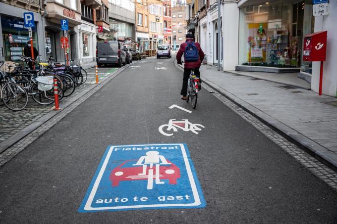 Kortrijk was in de zomer van 2019 de allereerste stad of gemeente die een fietszone installeerde.©Kurt Desplenter Foto Kurt