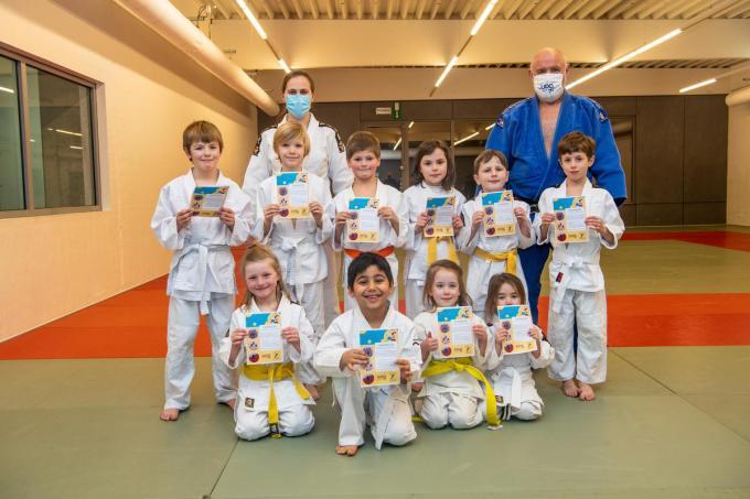Jitske Durinck en Gery Verthé met de jongste judoka's. (foto Frank)©Frank Meurisse Frank Meurisse