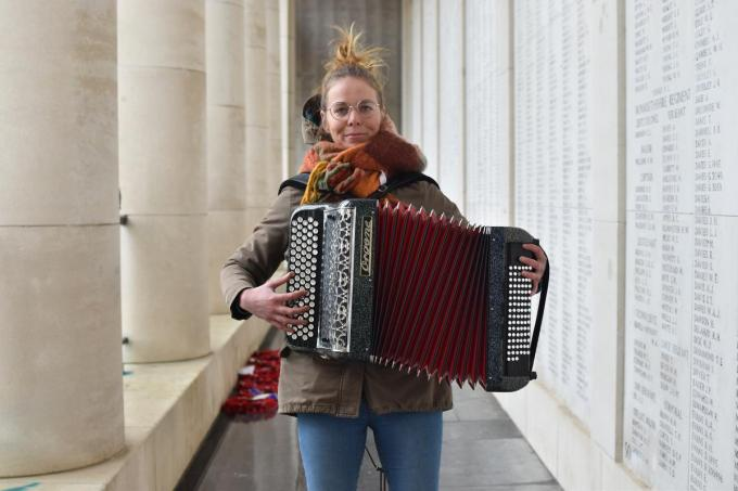 "Astrid Sioen: ""Accordeon is een ideaal instrument om jezelf te begeleiden."" (foto TOGH)"