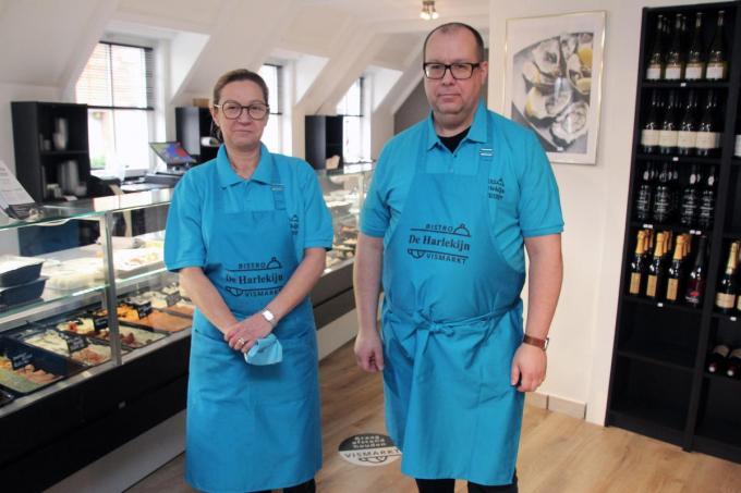 Sylvia Demeyer en Xavier Callewier opendenVismarkt De Harlekijn. (foto GJZ)©Geert Vanhessche