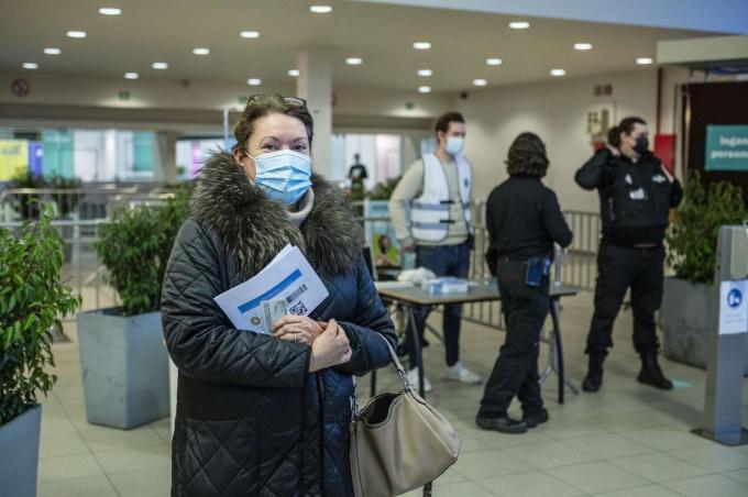 Katty Ramon was netjes op tijd gearriveerd in de Roeselaars Expohallen.©STEFAAN BEEL Stefaan Beel