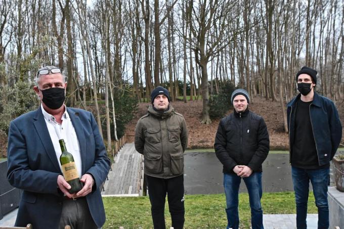 Lieven Dewaele en zijn zoon Laurens ontvingen de twee Poolse vrienden Radoslaw en Sebastian.©Maxime Petit