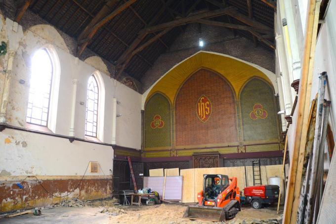 Het kerkinterieur in volle renovatieperiode.© Valère Prinzie