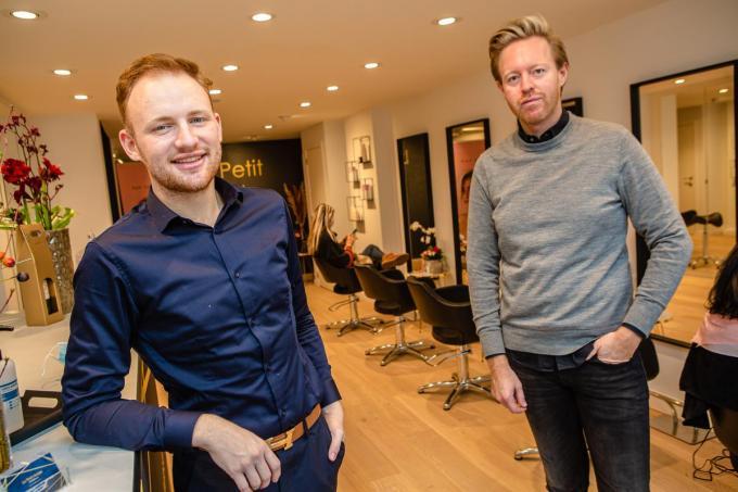 Mieck De Schuyter en Tom-Louis in hun nieuwe kapperszaak Le Petit Artiste.©Davy Coghe Davy Coghe