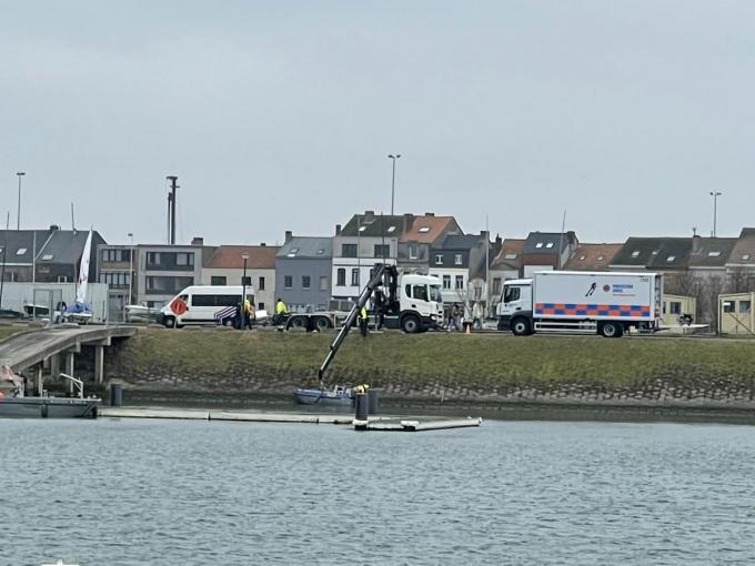Vrijdag werd een sonarboot ingezet om de Spuikom af te speuren, maar dat bleef zonder resultaat.©Jeffrey Roos JR