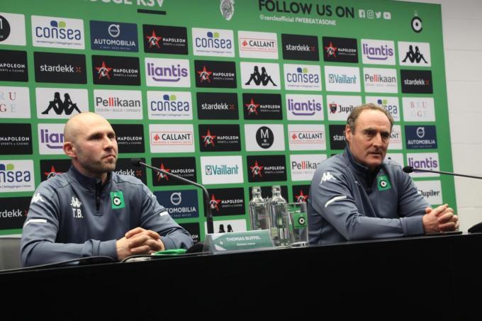Trainer Yves Vanderhaeghe en zijn assistent Thomas Buffel die vrijdag zijn 40ste verjaardag vierde.© ACR
