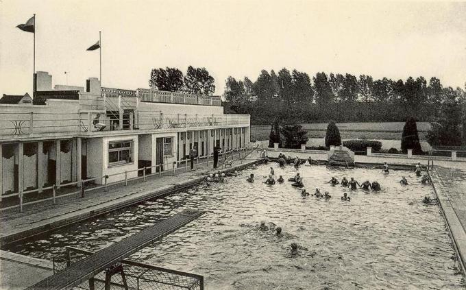 Het vroegere openluchtzwembad bij het sterrenrestaurant 't Oud Konijntje. (foto GF)