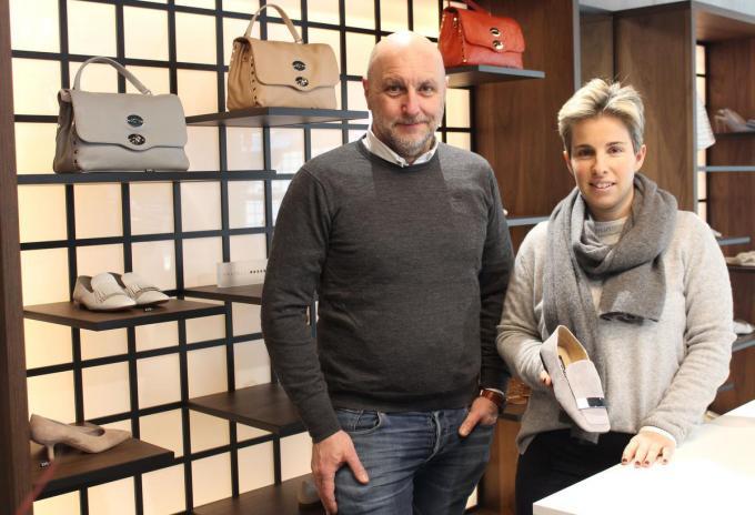Nathalie Pannemans en partner Joeri Vanacker in hun nieuwe schoenenwinkel Par Deux op het gelijkvloers van een nieuwbouw hoek Stormestraat-Verhelstraat. (foto DJW)
