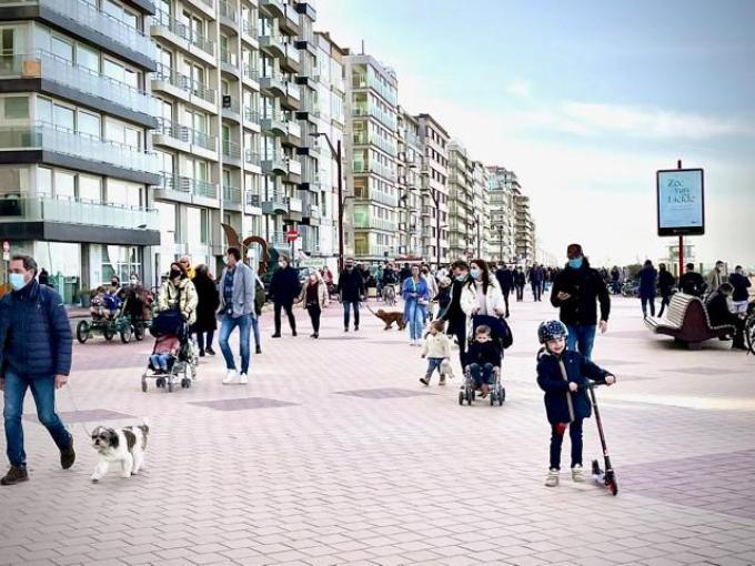 In Knokke-Heist was het druk op de dijk.© (Foto JVM)
