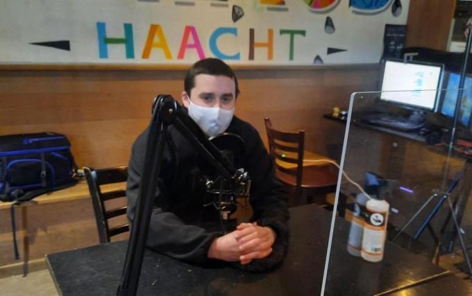 Café Vlaams Huis is geëquipeerd om als opnamestudio te dienen met Thomas Vandenberghe als vaste interviewer. (gf)