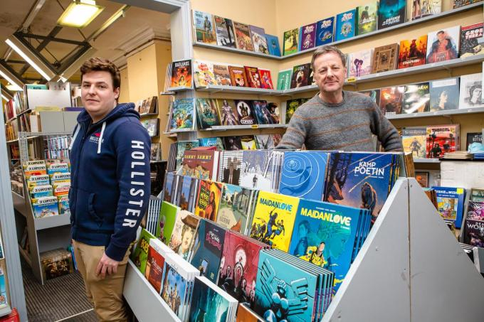 Ilias en Daniel Cool in hun bekende stripwinkel.© Davy Coghe