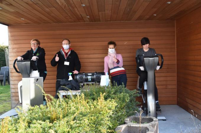 Gino Langen en Elsje Vanthomme hopen dat ze de deuren van hun fitnesscentrum snel weer mogen openen.© foto AV