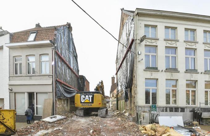 De Leiestraat blijft tijdens de afbraakwerken van De Boucherie langer afgesloten dan gepland.© Luc Vanthuyne