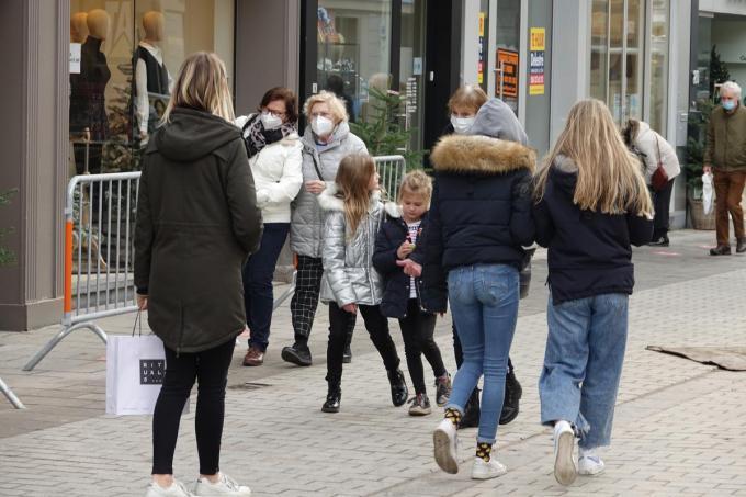 De winkelstraat in het centrum werd op zaterdagnamiddag even afgesloten.© AN
