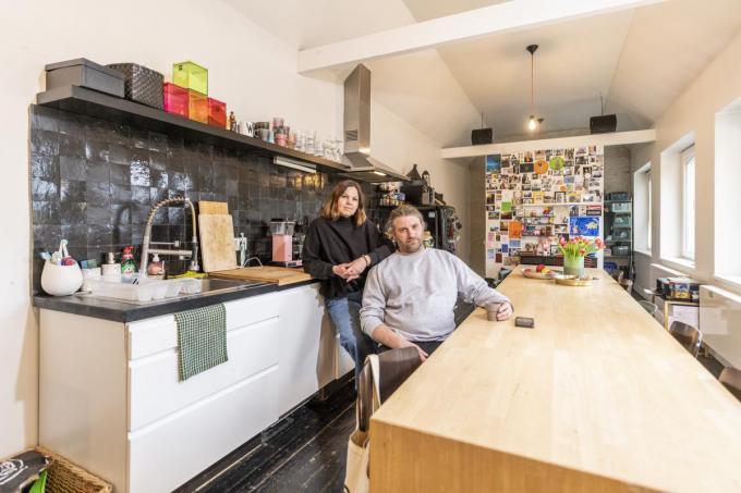 Voor Ann en Gerald is de keuken het hart van hun huis, de plek waar ze het liefst zitten.© Pieter Clicteur