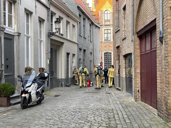 De brandweer had het niet gemakkelijk om ter plaatse te geraken.© jvm