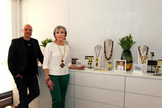 Angelo Moretti en Greet Rouffaer bij de collectie.© PADI/Daniël
