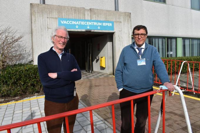 """Dokters Leo Allemeersch (links) en Lieven Allaert: """"We zijn het gewoon om complexere zaken aan te pakken.""""© TOGH"""