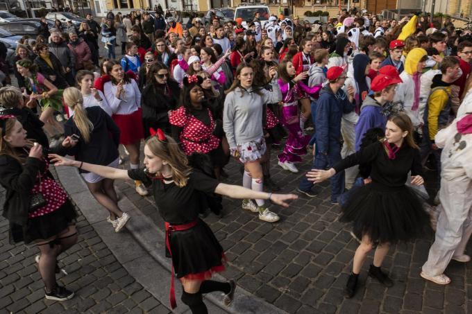 Op vrijdag 30 april hopen de Poperingse zesdejaars hun 50 dagen te kunnen vieren.© a-MD