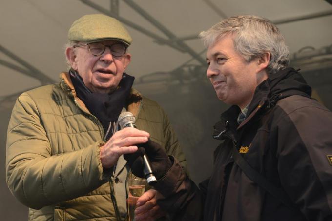 """Communicatieambtenaar Jan De Groote (rechts) werkte ruim 30 jaar samen met burgemeester Lippens: """"Hij gaf me altijd carte blanche.""""© gf"""