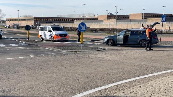 De zone rond de gevangenis werd afgesloten. (foto JVM)