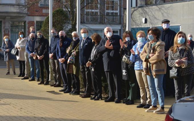 Het schepencollege nam afscheid van hun burgemeester Lippens.© DM