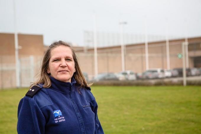 Penitentiair beambte Anita Verschueren werkt al sinds het begin van de pandemie op de covid-afdeling. (Foto Davy Coghe)© Davy Coghe