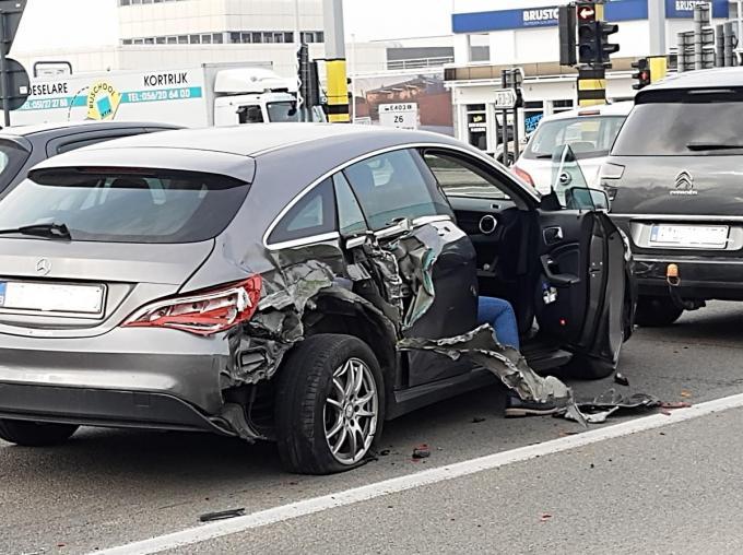 Een van de betrokken voertuigen geraakte ernstig beschadigd.© BF