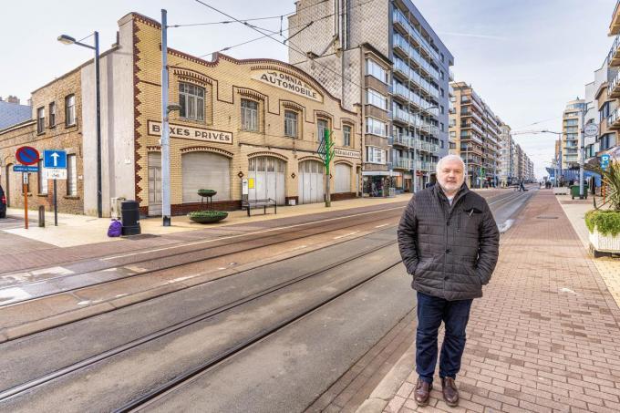 Burgemeester Jean-Marie Dedecker bij Garage Omnia op de hoek van de Denis Verhaeghe-Baelestraat en de Leopoldlaan.©luc cassiman LC