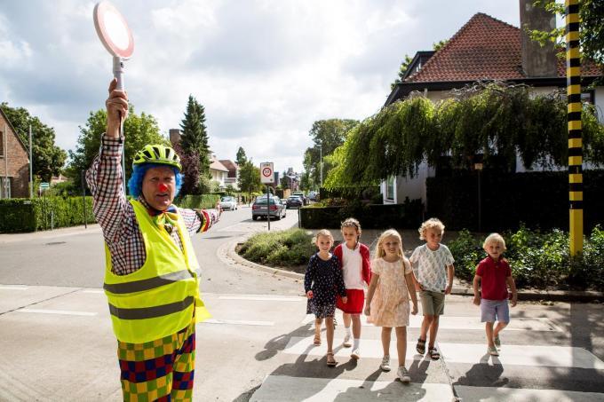 Fieto de clown als opzichter tijdens de eerste schooldag, op 1 september.© SV