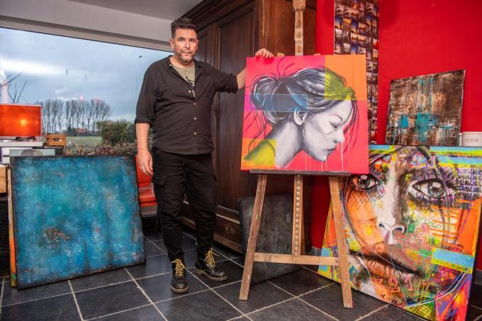 Kunstenaar Koen Tousseyn tussen zijn werken. (foto Frank)©Frank Meurisse Frank Meurisse