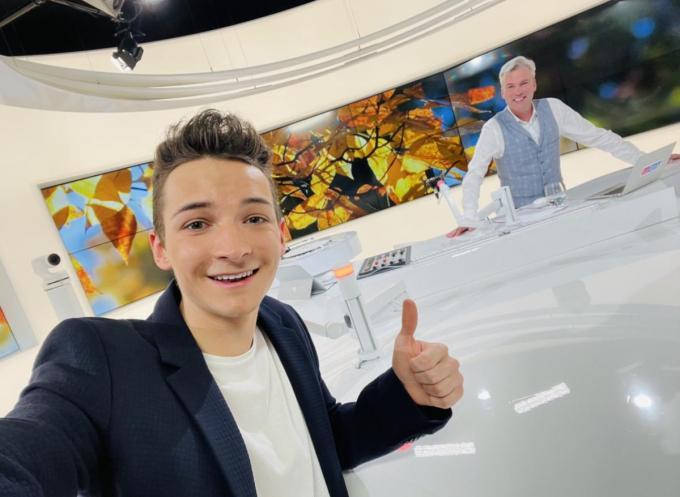 Thomas Julian is te gast bij Herbert (Verhaeghe) bij MENT TV of een West-Vlaams onderonsje© PADI/TJ