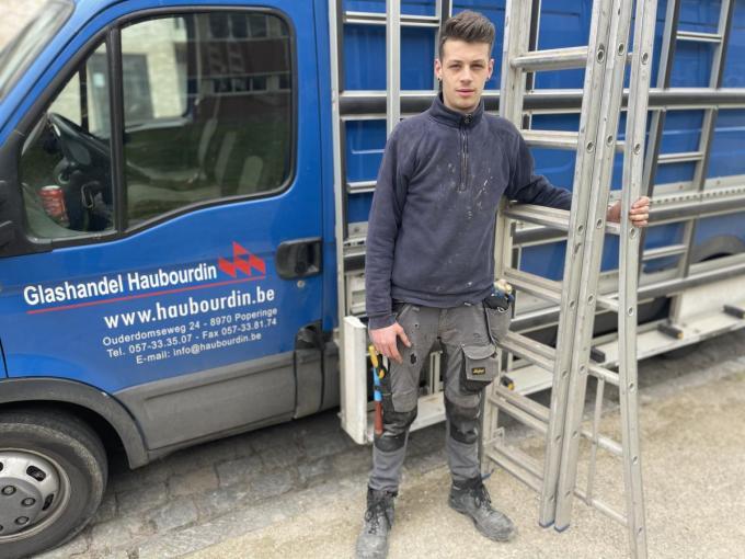 Glasplaatser Lester Demeester kon met zijn ladder een leven redden.© TP