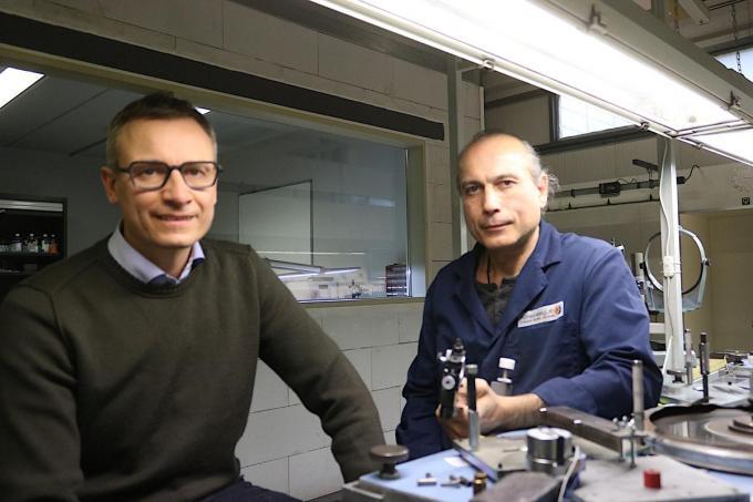 We herkennen links zaakvoerder Koen De Hantsetters en rechts medewerker Nikolai Karmazin.© ACK