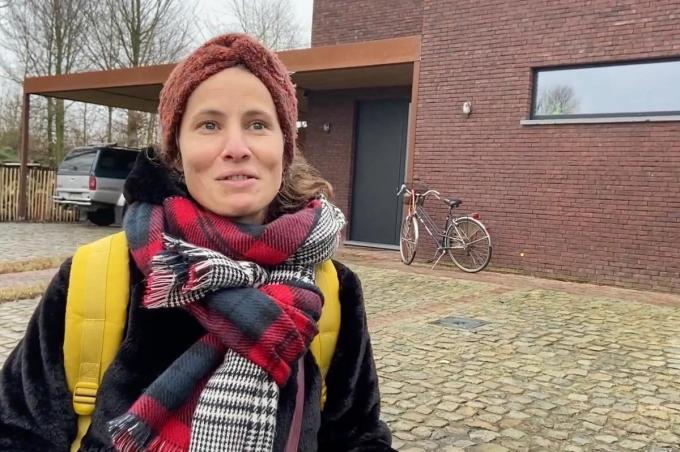 Céline Vanwalleghem spreekt talen genoeg om overal ter wereld te wonen, maar het liefst blijft ze in Lichtervelde© KVdm
