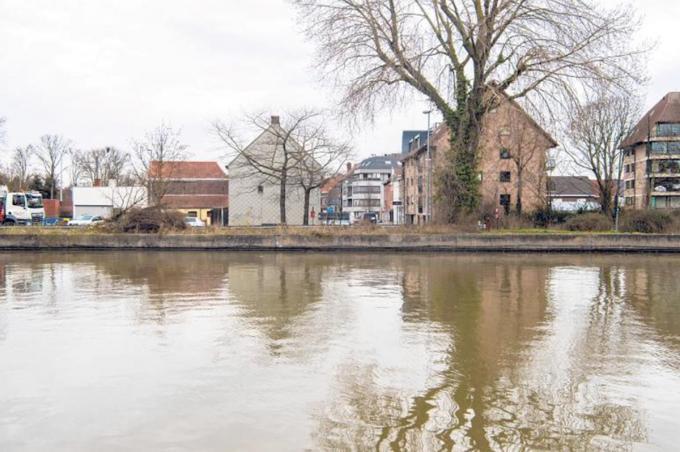 Het zicht op de Dam in Emelgem vanuit de Brugstraat is drastisch veranderd.© Frank Meurisse