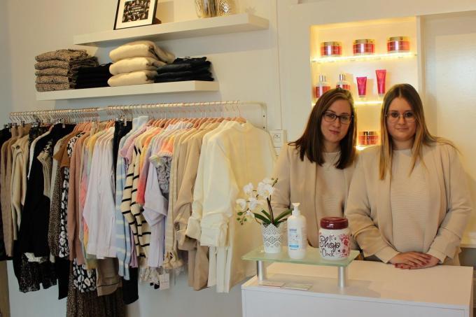 Annelies en Silke Molleman kijken vol vertrouwen uit naar de heropening van hun schoonheidsinstituut. De meisjes hebben tijdens de sluiting niet stil gezeten en voegen aan hun zaak een kledingcollectie toe.©Laurette Ingelbrecht