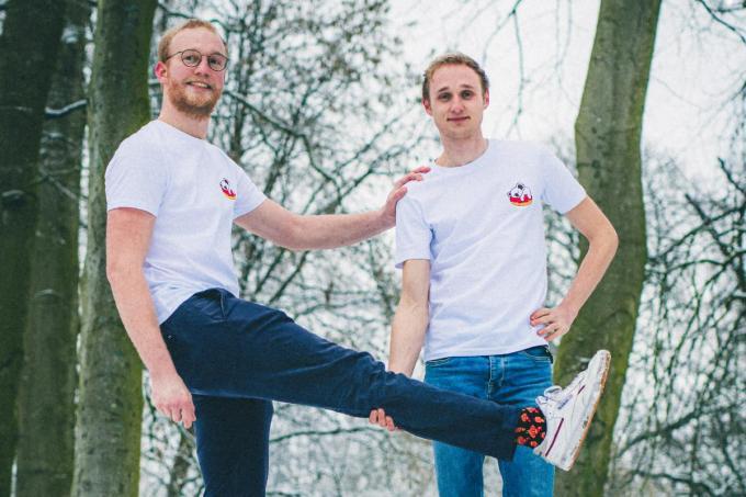 De initiatiefnemers van de kledinglijn Bearable voor het goede doel: Bruno Dedeyne (links) en Maarten Chys. Met dank aan Daan Schellemans voor de foto.©JS