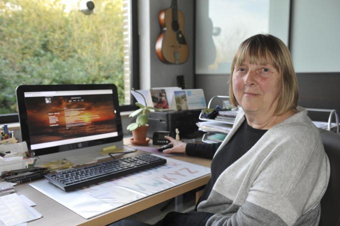 Doris heeft het nu minder over haar verdriet, maar schrijven is een deel van haar bestaan geworden. (foto IV)©Isabelle Vanhassel IV