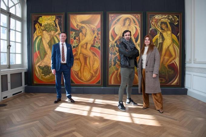 Jan Schepens en Katja Retsin waren de eerste bezoekers van de expo Luc-Peter Crombé in Wallemote in Izegem. Ze werden verwelkomd door cultuurschepen Kurt Himpe.© (Foto FM)