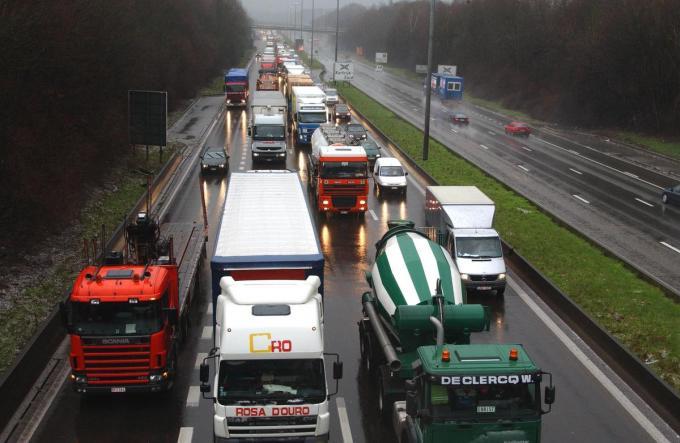 De overkapping van de E17 tussen Kortrijk-Zuid en Kortrijk-Oost wordt in het licht van K-R8 'volwaardig onderzocht'.© PHK