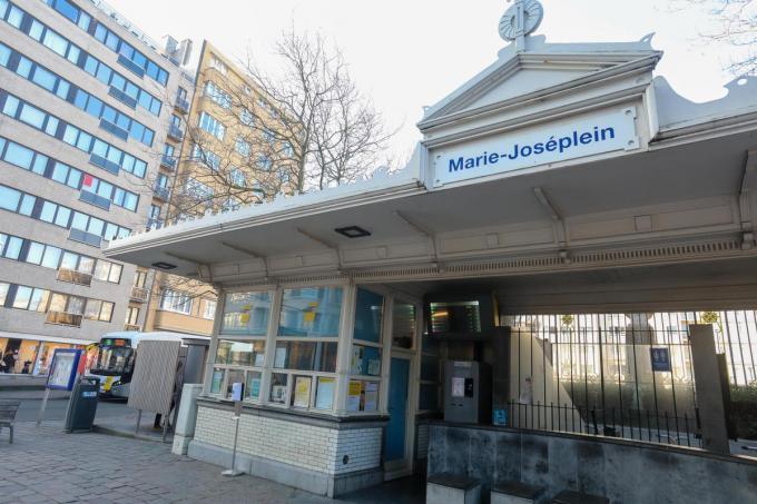 De Lijnwinkel aan het Marie-Joséplein in Oostende. De Lijn overweegt om enkele Lijnwinkels aan de kust te sluiten, maar er is nog niets beslist, ook niet over welke vestigingen het gaat.©Peter MAENHOUDT